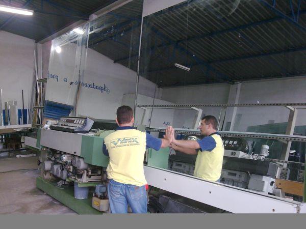Possuímos equipe qualificada em constante treinamento, produzindo em grande escala sem perder a qualidade do serviço.